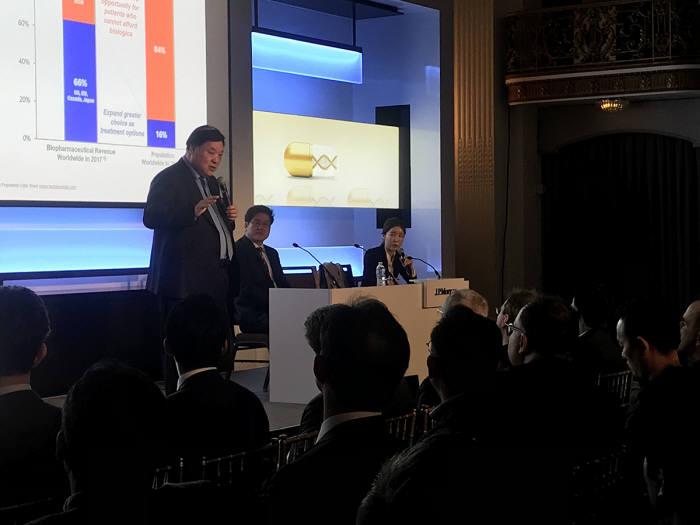 셀트리온그룹 서정진 회장이 1월9일(현지시간) 미국 샌프란시스코에서 개최된 JP모건 헬스케어 컨퍼런스에서 셀트리온그룹의 신성장동력에 대해 설명하고있다.