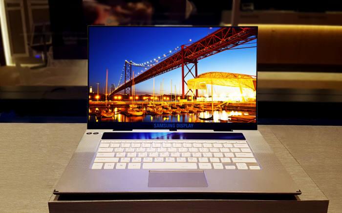 삼성디스플레이가 2월부터 양산하는 15.6형 노트북용 OLED (사진=삼성디스플레이)