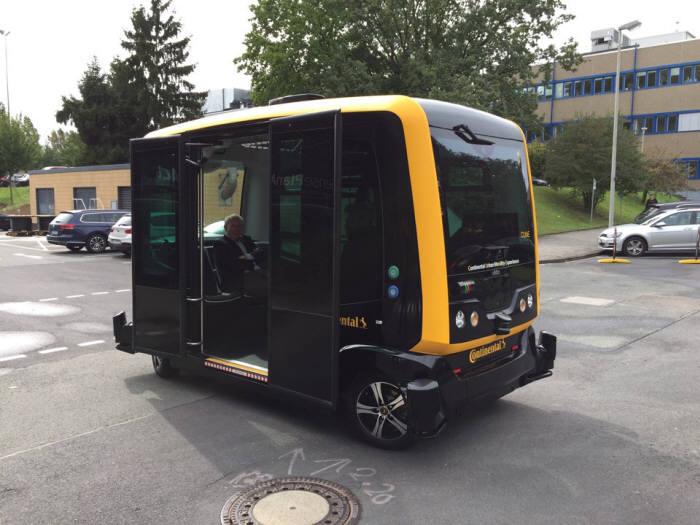 콘티넨탈이 개발한 로보 택시 큐브.