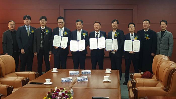 투비소프트 컨소시엄과 군산시가 군산 스마트 안전도시 구축사업 업무협약을 체결했다. 투비소프트 제공