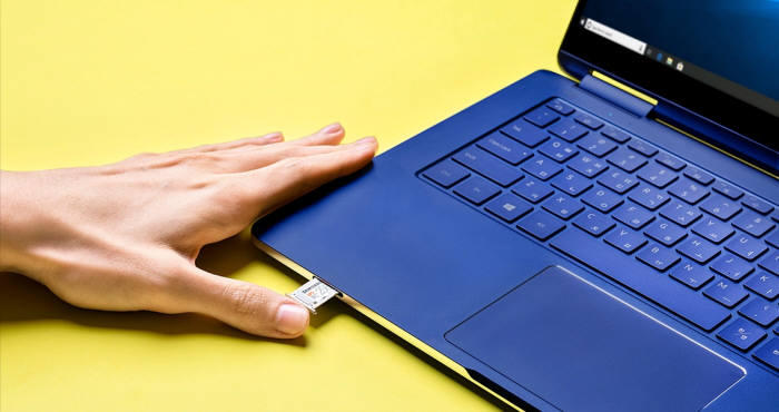 Pen S 아랫면에 위치한 외장메모리카드 단자는 UFS 메모리를 지원한다. [사진=삼성전자]