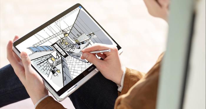 전자기공명(EMR) 방식으로 작동하는 S펜은 실제 펜 쓰기와 경험을 제공한다. [사진=삼성전자]