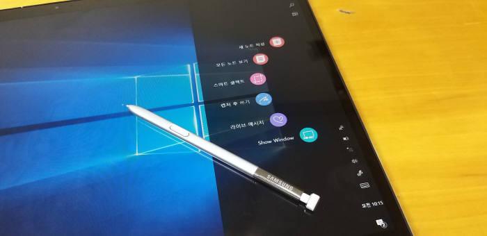 """S펜 사용이 감지되면 에어커맨드가 자동 실행된다. 새로 추가된 Voice Note with Pen""""과 """"Nebo for Samsung"""" 앱은 에어커멘드 목록에 없다."""
