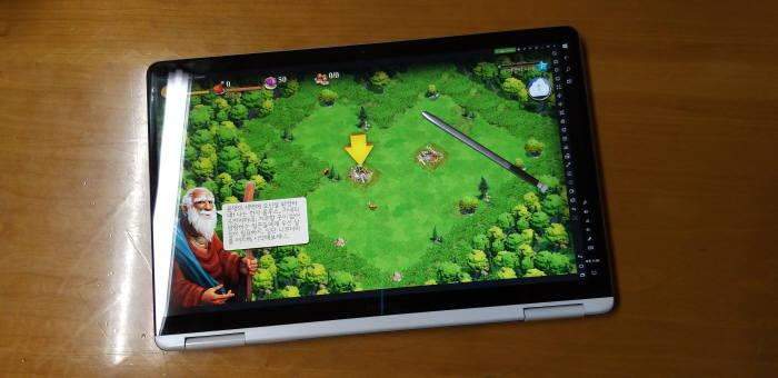 녹스나 미뮤 등의 앱 플레이어로 안드로이드나 iOS 앱을 강제 실행할 수는 있지만, 노트북 모드와 태블릿 모드 전환 시, 앱 실행화면이 일부 잘려 제어할 수 없는 등 호환성 문제가 나타난다.