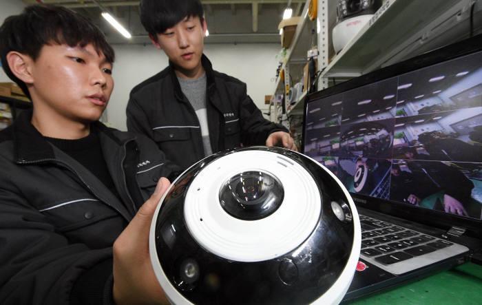 CCTV의 진화...360도 내 8개 물체 자동 다중 추적