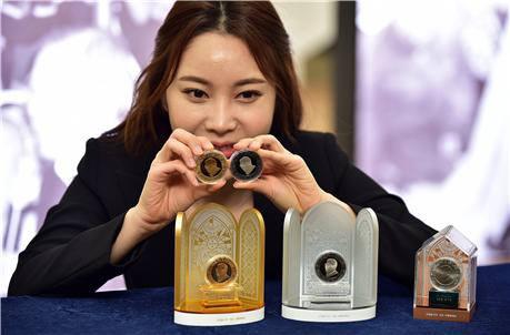 김수환 추기경 선종 10주년 기념메달.