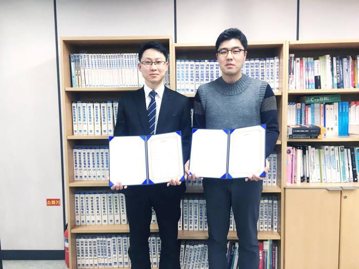 김성일 비트교육센터 본부장(왼쪽)과 문석재 아이앤나 기술총괄이사.