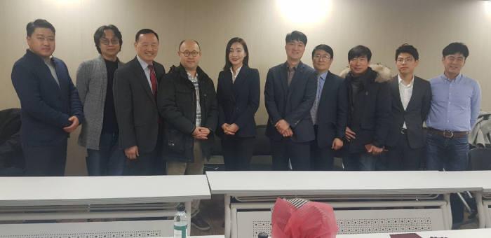안준수 신임 위원장(오른쪽 다섯번째)이 관계자들과 기념촬영했다.