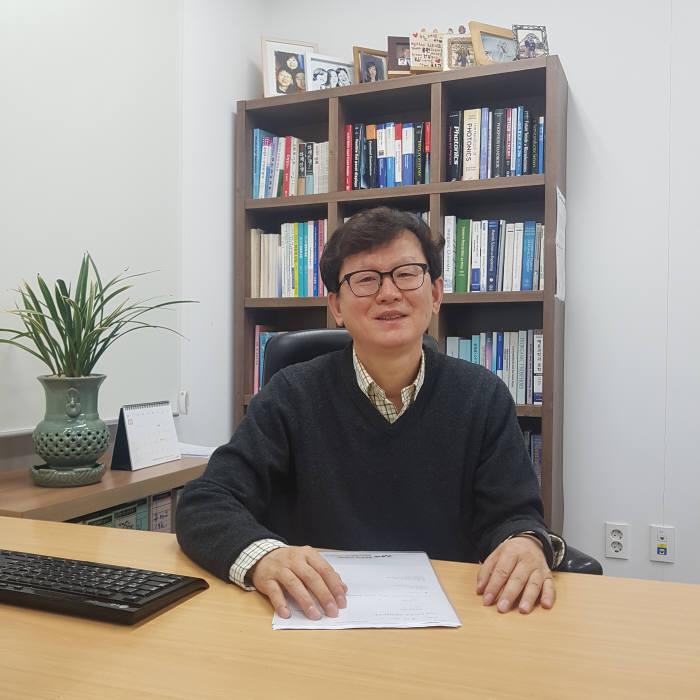 유재수 한국정보디스플레이학회 학회장(중앙대 교수)