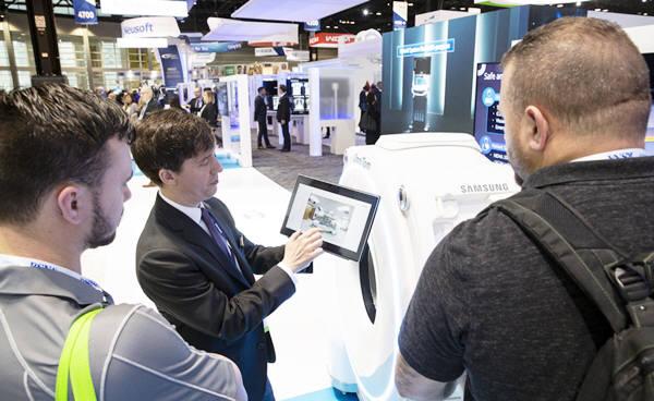 지난해 11월 북미영상의학회에서 삼성전자와 삼성메디슨은 사지 촬영용 MRI 시제품을 공개했다.