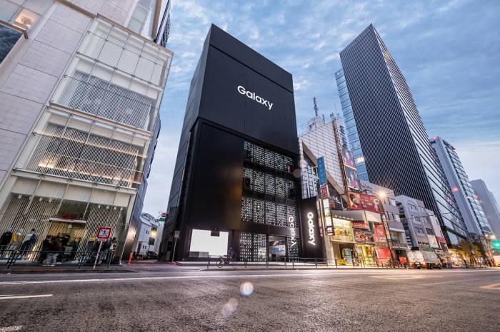 일본 도쿄에 위치한 갤럭시 하라주쿠 외관