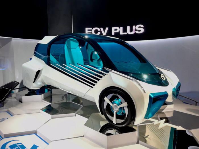 일본 토요타 수소연료전지전기차 FCV Plus.