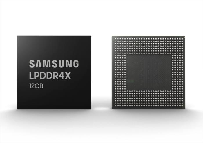 삼성전자 12GB LPDDR4X 모바일 D램 <사진=삼성전자>
