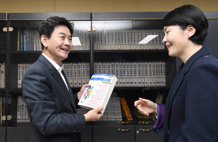 [데스크가 만났습니다]조현정 비트컴퓨터 회장
