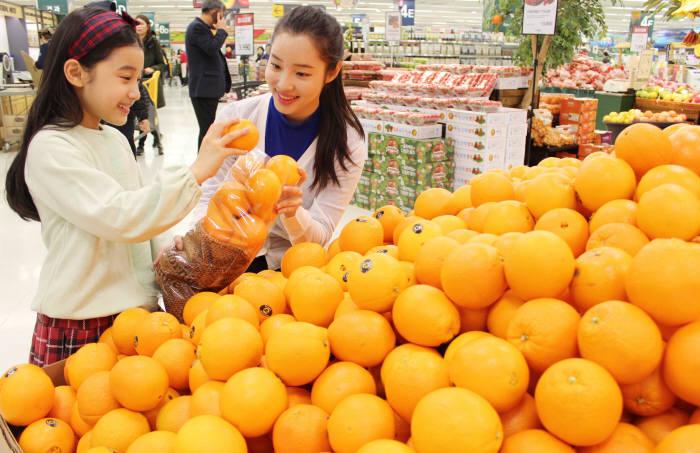 이마트, 주말 1만원에 '오렌지 무한담기' 판매
