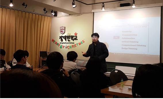 부산대 SW교육센터가 지난해 장대현학교에서 진행한 찾아가는 SW교육 특강.