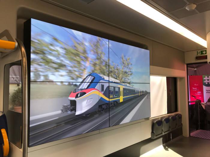 이탈리아 페로비아리아 엑스포에서 다쏘시스템 열차 컨피규레이터를 활용한 알스톰 기차 디지털 목업이 4K 스크린에서 시연되고 있다. 다쏘시스템 제공