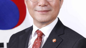 {htmlspecialchars(성윤모 산업부 장관, 中과 산업협력 확대 모색…한중 FTA 서비스·투자 후속협상도 열려)}