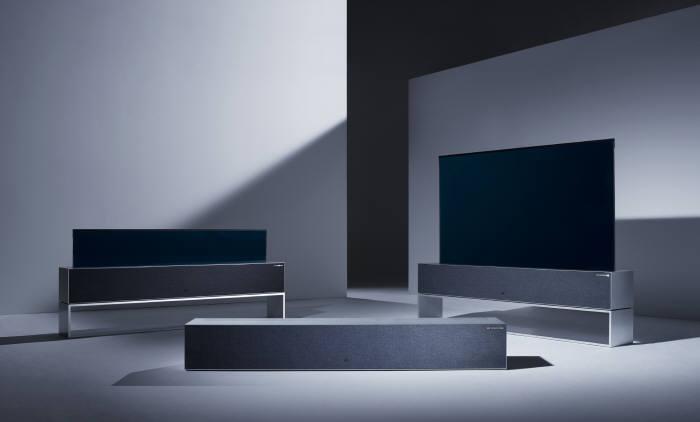 세계 3대 디자인상인 레드닷 디자인 어워드에서 최고상을 받은 LG 시그니처 올레드 TV R.
