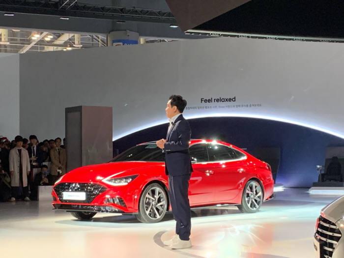 현대자동차가 28일 일산 킨텍스에서 열린 2019 서울모터쇼에서 신형 쏘나타의 새로운 라이업인 하이브리드와 1.6 터보 모델을 첫 공개했다.