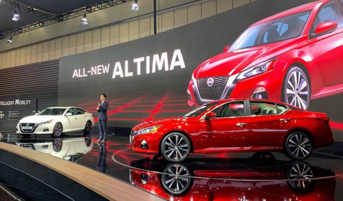"""2019 서울모터쇼에서 닛산은 """"신형 알티마에 세계 최초 양산형 가변압축비 엔진인 2.0ℓ VC 터보 엔진을 탑재했다""""고 밝혔다."""