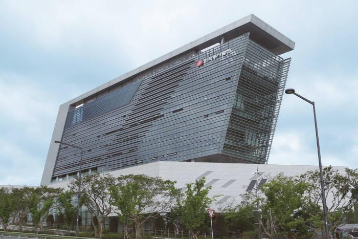 한국동서발전은 발전사 최초로 안전보건경영시스템(ISO 45001:2018) 인증을 획득했다