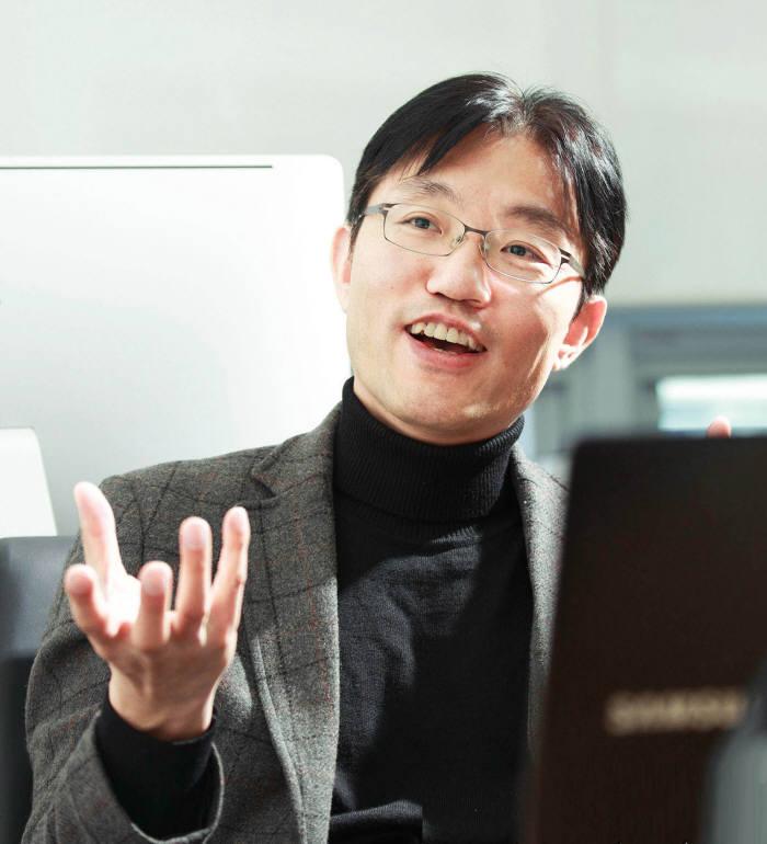 최경진 UNIST 교수