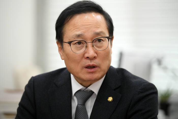 """홍영표 """"민심 겸허히 수용…노회찬 정신 계승"""""""