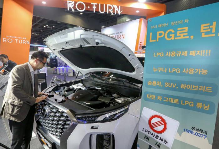 친환경 대체연료 솔루션 기업 로가 공개한 팰리세이드 LPG 차량.