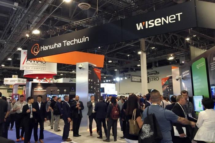 한화테크윈이 미국 라스베이거스에서 열린 WEST 2019에 참가해 최신 제품과 솔루션을 선보였다. 한화테크윈은 와이즈넷(Wisenet) P, X, Q, T 등 자사 제품 시리즈 전체 라인업과 함께 신제품을 선보였다.