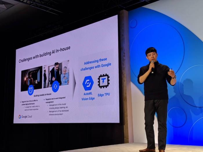 이성욱 LG CNS 상무가 구글 클라우드 넥스트에서 제조 AI혁신 사례를 발표하고 있다. LG CNS 제공