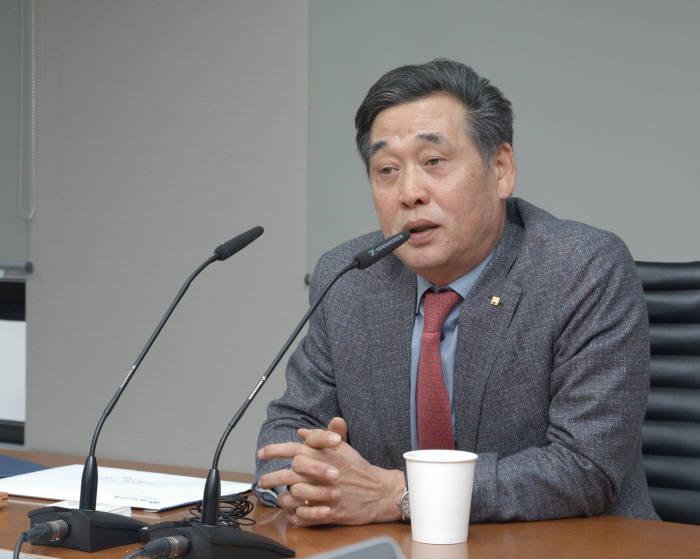 김기홍 JB금융지주 회장