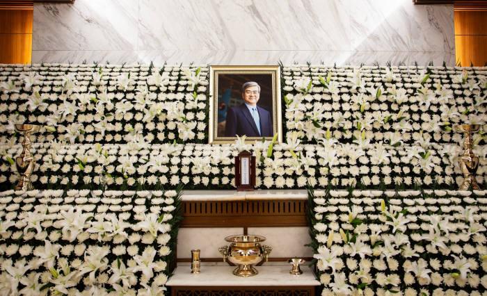 고(故) 조양호 한진그룹 회장의 빈소가 12일 서울 서대문구 신촌 세브란스 병원 장례식장에 마련됐다. (제공=대한항공)