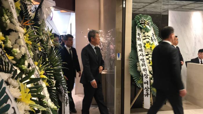 고 조양호 한진그룹 회장 빈소를 찾은 김수현 청와대 정책실장