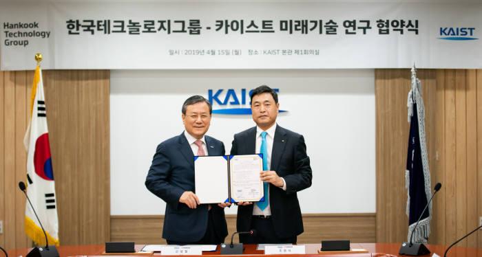 신성철 KAIST 총장(왼쪽)과 조현식 한국테크놀로지그룹 부회장.