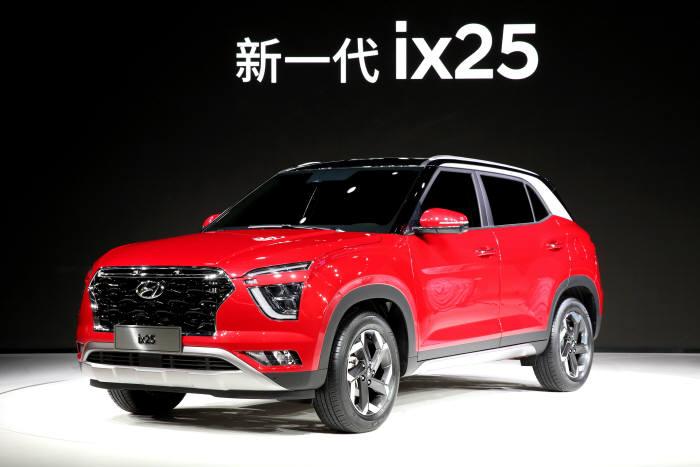 현대차가 16일 열린 2019 상하이 국제모터쇼에서 처음 공개한 중국 전략형 SUV 신형 ix25.