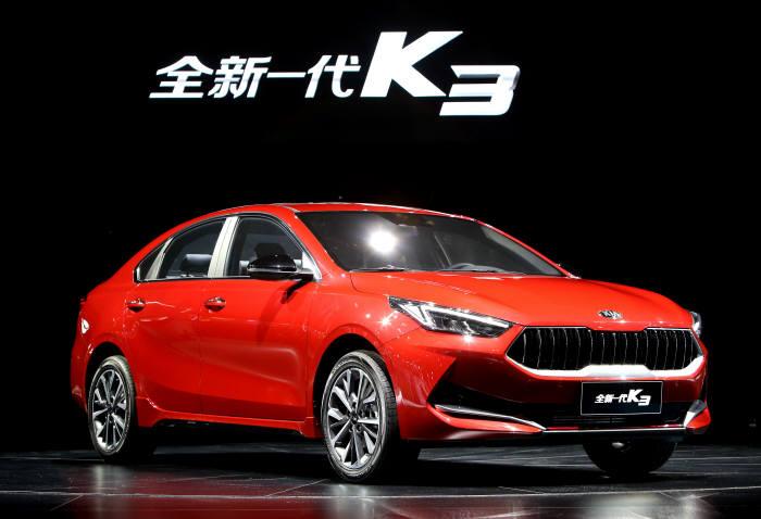 기아차가 16일 개막한 2019 상하이 국제 모터쇼에서 처음 선보인 중국 전략형 신차 올 뉴 K3.