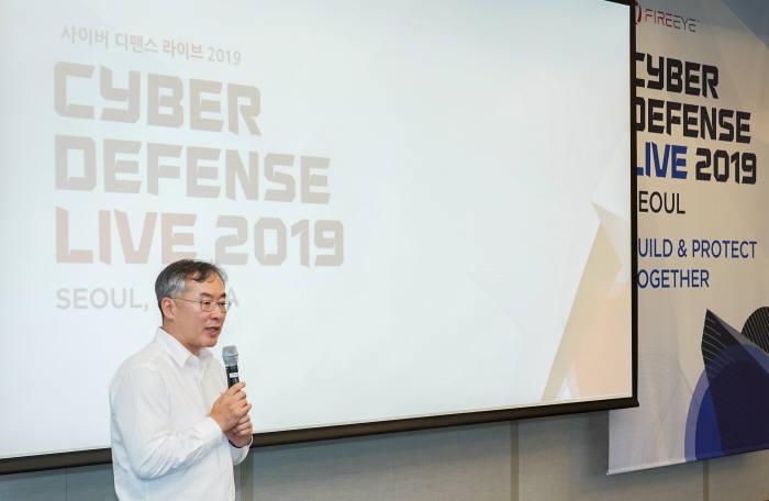 전수홍 파이어아이코리아 대표가 사이버위협상황을 설명했다.