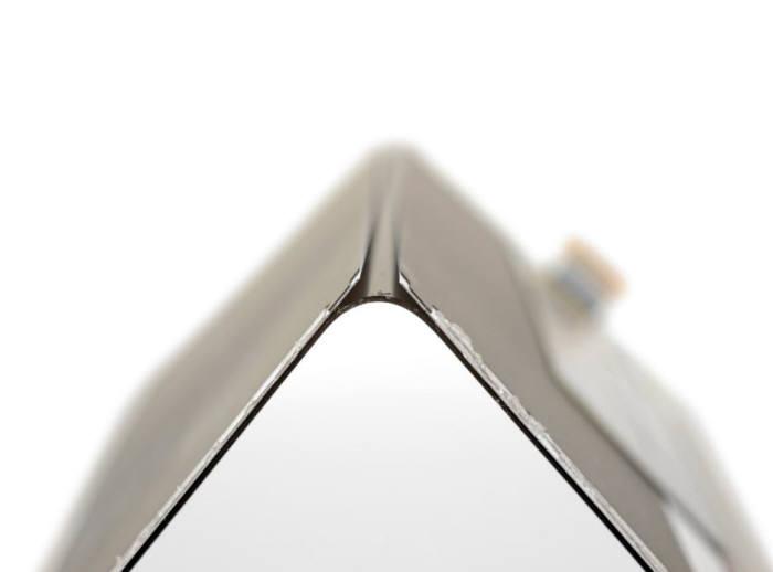 갤럭시 폴드 폴더블 디스플레이에는 양 쪽을 지지하는 금속 지지판이 덧대져 있다.(출처:IFIXIT)