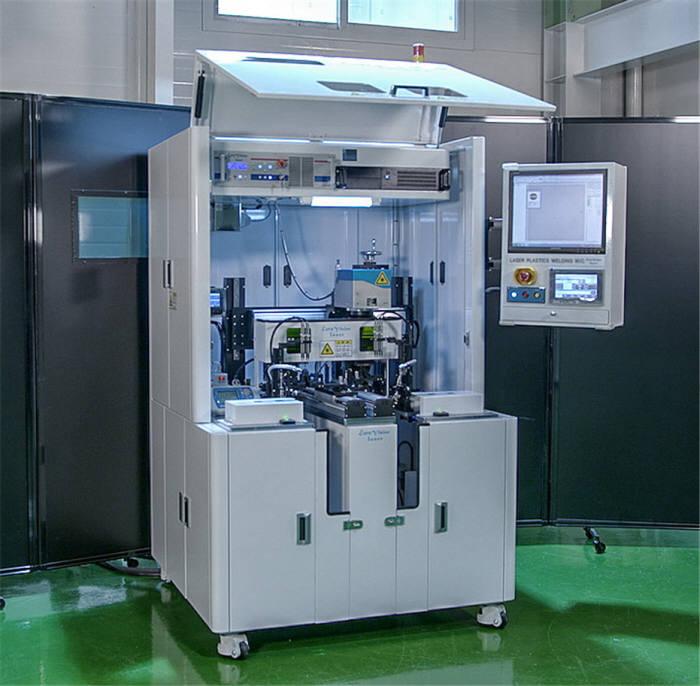 김정오 박사팀이 개발한 기술을 적용한 자동차 후방 카메라용 레이저 플라스틱 용접 시스템