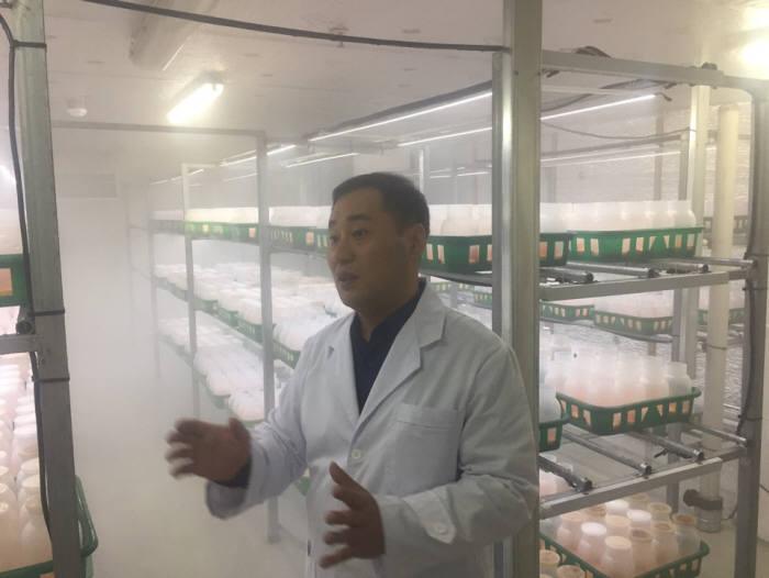 강석준 바이오아라 실장이 동충하초 UG재배사에대해 설명했다.