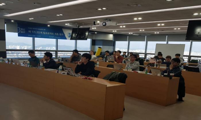 BoB프로그램이 국내 최고 보안리더 양성프로그램으로 자리매김했다. BoB 학생들이 수업을 받고 있다.