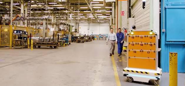 포드 스페인 발렌시아 공장 내 자율주행 로봇 서바이벌(오른쪽). <사진=포드>