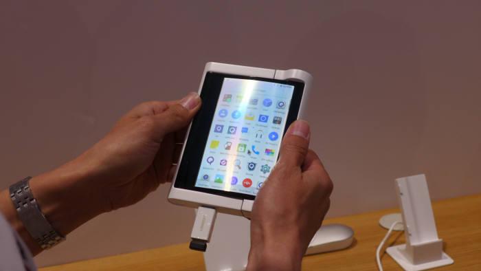 BOE가 SID 디스플레이위크 2019에서 전시한 롤러블 시제품 (사진=전자신문DB)