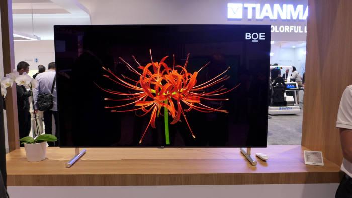 BOE가 SID 디스플레이위크 2019에서 공개한 55인치 잉크젯 프린팅 OLED (사진=전자신문DB)