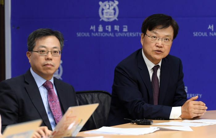 최양희 위원장(오른쪽)과 장병탁 교수 사진=이동근 기자