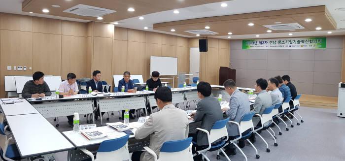 전남테크노파크는 15일 나주 에너지밸리기업개발원 2층 중회의실에서 제3차 전남 중소기업 기술혁신협의회를 개최했다.
