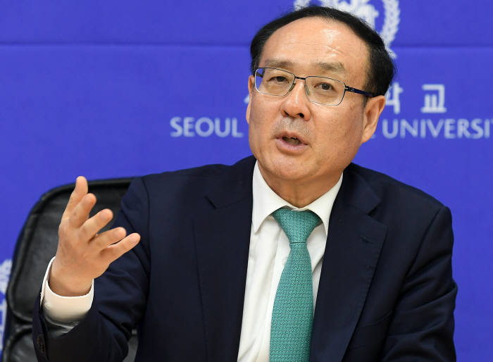 """오세정 총장 """"AI는 한국 사회를 이끌어가는데 제일 중요한 분야"""""""