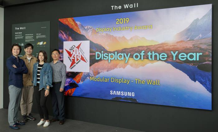 SID 디스플레이 위크 2019에서 올해의 디스플레이 상을 수상한 삼성전자 더 월