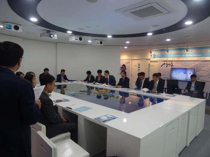 새만금개발청은 21일 서울 새만금투자전시관에서 미래형 자동차 시대에 대응하는 자동차 부품 업계의 성장전략이라는 주제로 세미나를 개최했다.